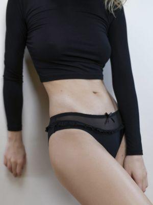 На картинке изображено - Женские трусики бикини с оборкой из тюля Julimex Madam | фото 12